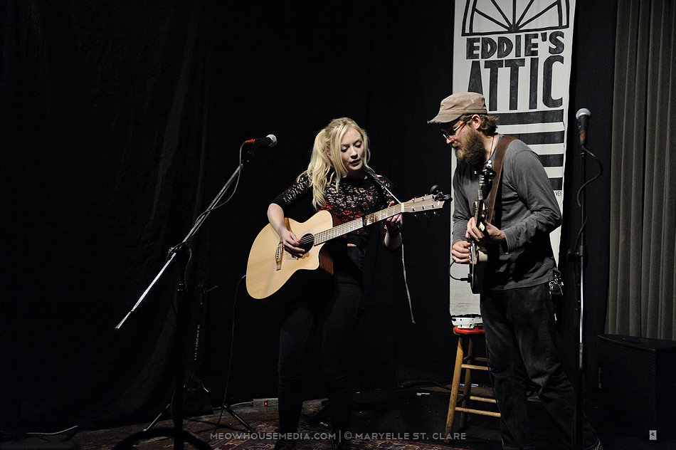 Photos Emily Kinney 10 Wire Up 10 Wire Up